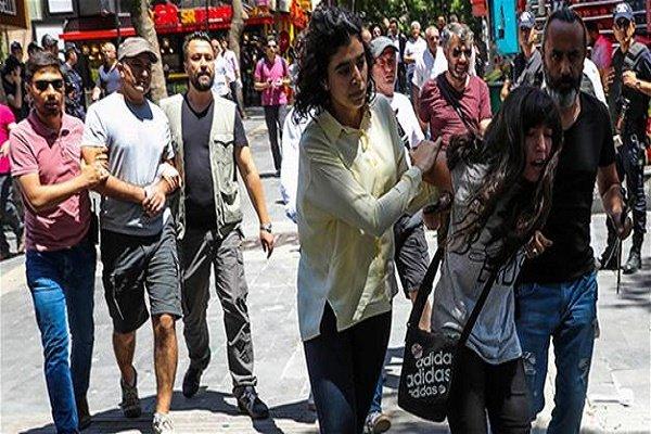 Kadıköy'deki 'Vicdan ve Adalet Nöbeti'ne polis müdahalesi