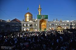 حضرت امام رضا (ع): صلہ رحم اورپڑوسیوں کے ساتھ اچھاسلوک کرنے سے مال میں زیادتی ہوتی ہے