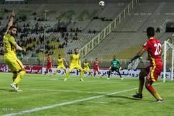 دیدار تیم های فوتبال فولاد خوزستان و نفت تهران