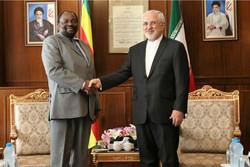 ظريف يستقبل وزير خارجية زيمبابوي في طهران