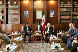 ظريف ومبعوث الرئيس الإكوادوري يبحثان في طهران العلاقات الثنائية بين البلدين