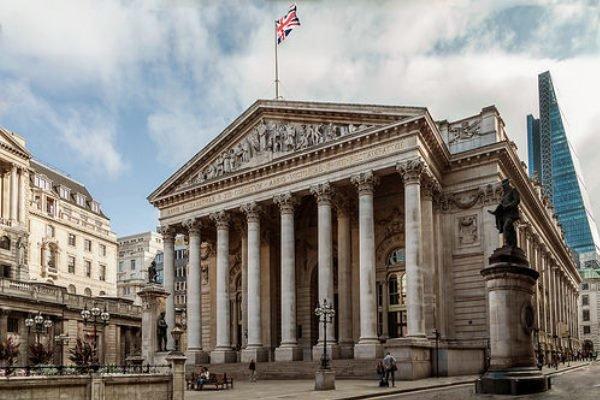 بانک مرکزی انگلستان: خطر بروز رکود به ۳۳ درصد رسید