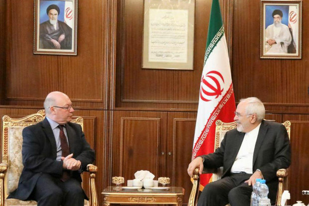 Zarif holds talks with foreign officials ahead of Rouhani's swearing-in