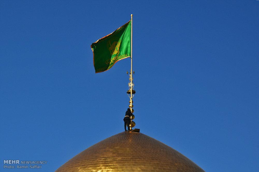 آیین تعویض پرچم گنبد امام رضا (ع)