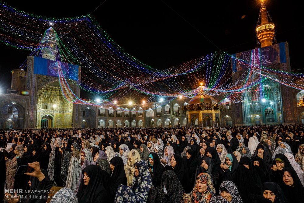 حال و هوای حرم رضوی در شب میلاد امام رئوف