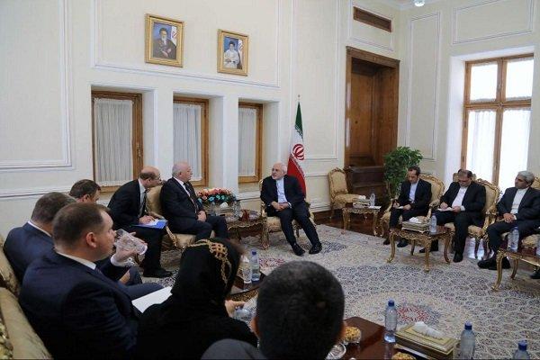 Zarif calls for stronger Tehran-Kiev banking ties
