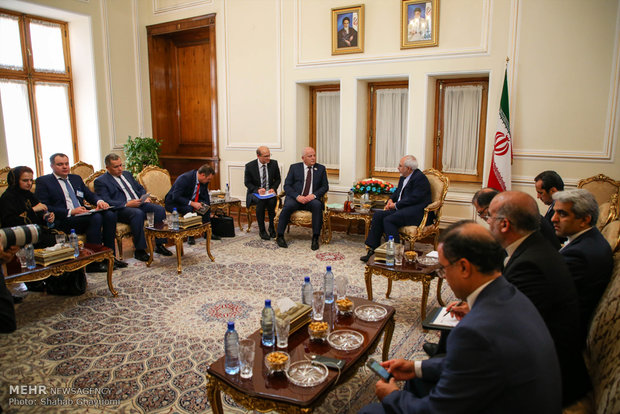 Zarif's meeting with foreign attendants of Rouhani's inaugural ceremony