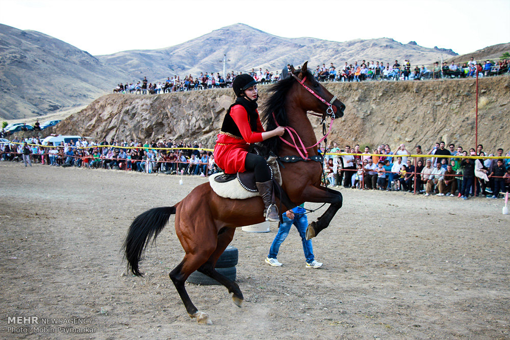 جشنواره بازیهای بومی محلی با اسب در سنندج