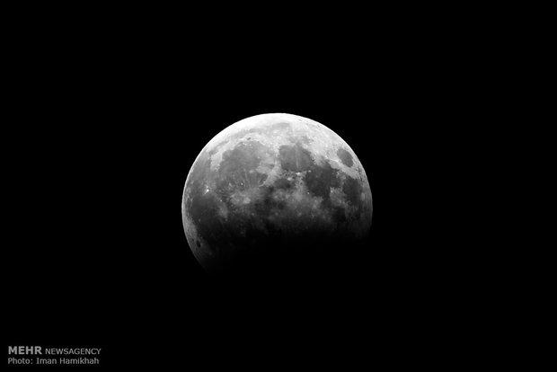 ماه گرفتگی جزئی بامداد چهارشنبه در قم قابل مشاهده است