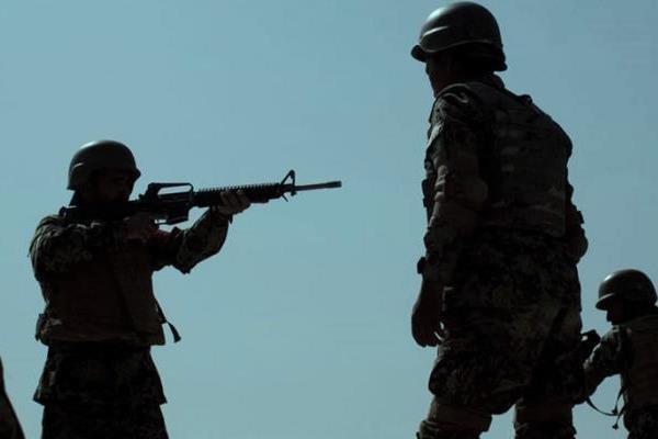یک سرباز در افغانستان همقطارانش را به گلوله بست