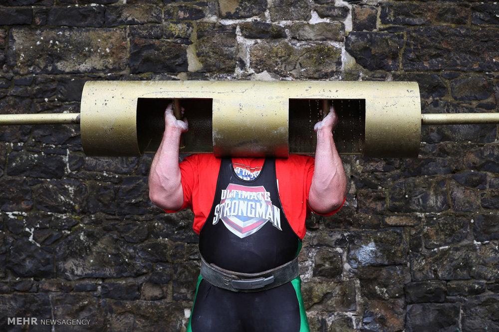 بلند کردن 22 دختر در مسابقه قوی ترین مردان( عکس.