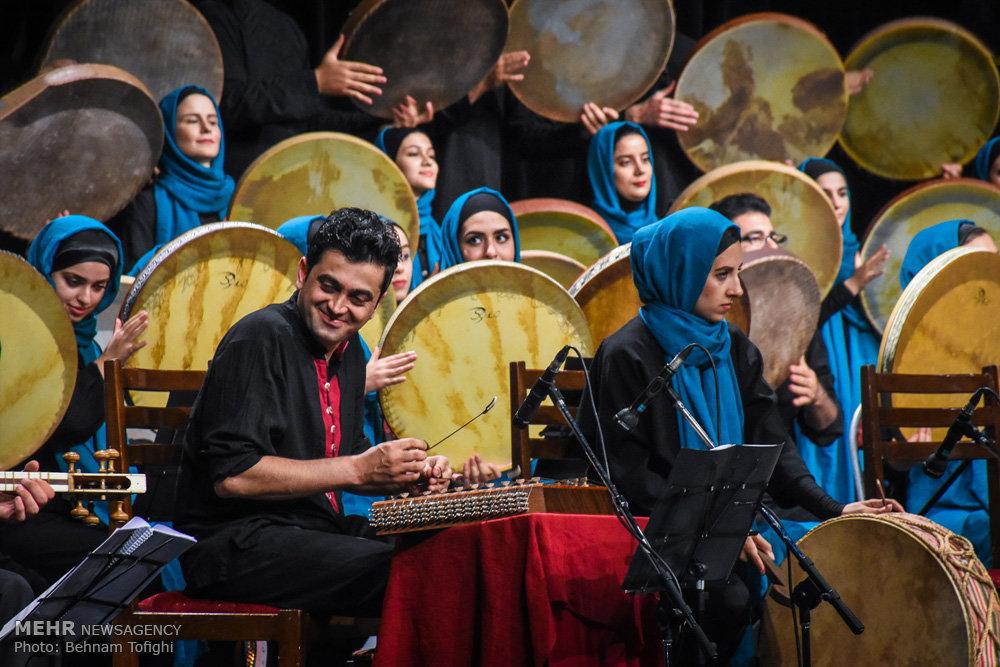 کنسرت گروه دف نوازان فروزان با خوانندگی پیام عزیزی
