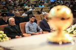 الهداف الإيراني يهدي كرته الذهبیة لمتحف العتبة الرضوية