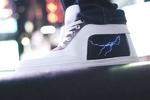 کفش و نمایشگر