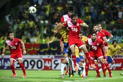 دیدار تیم های فوتبال صنعت نفت آبادان و پدیده مشهد