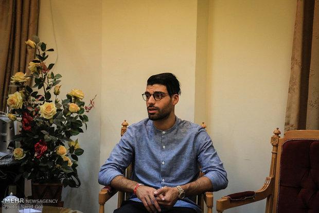 """الهداف الإيراني """"مهدي طارمي"""" يهدي كرته الذهبية لمتحف العتبة الرضوية"""