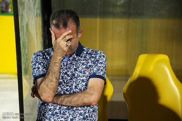 اعتراض سرمربی و بازیکنان پارس به تصمیم کمک داور/ شادی استقلالی ها