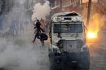 کشمیر میں جھڑپ کے دوران 3 علیحدگی پسند اور 2 ہندوستانی فوجی ہلاک