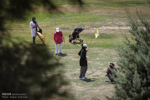 İranlı kadınlardan golf yarışması