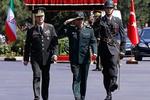 اللواء باقري يبحث مع وزير الدفاع التركي سبل مكافحة الارهاب