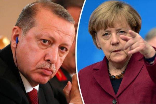 مرکل هشدار ترکیه در مورد سفر به آلمان را به باد انتقاد گرفت