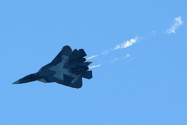 شام میں روسی جنگي طیاروں کی النصرہ فرنٹ کے ٹھکانوں پر بمباری