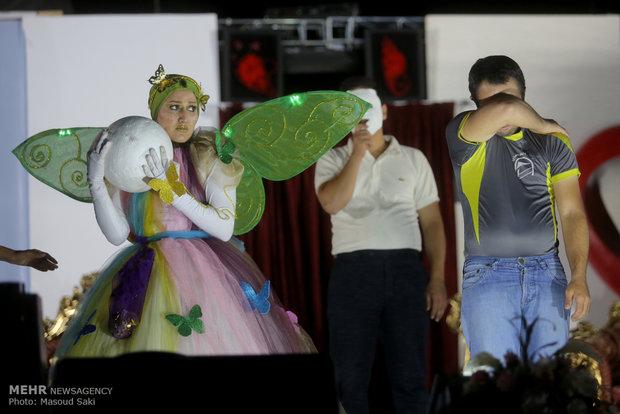 اجرای نمایش توسط معلولان آسایشگاه شهید بهشتی
