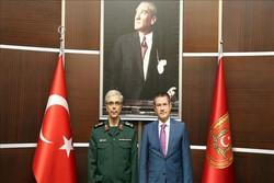 دیدار سرلشکر باقری با وزیر دفاع ترکیه