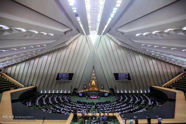 البرلمان الإيراني يناقش منح الثقة لوزيري الطاقة والعلوم