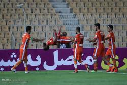 دیدار تیم های استقلال تهران و سایپای البرز