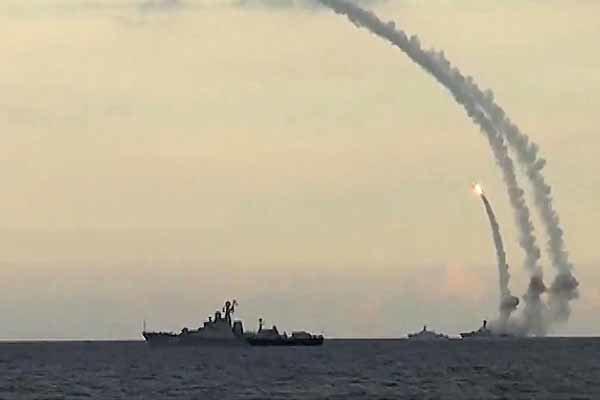"""فرقاطة روسية تضرب مواقع """"داعش"""" في دير الزور بصواريخ """"كاليبر"""""""