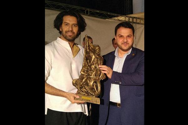 مدیر دفتر موسیقی به سعدآباد رفت/تجلیل بنیاد فردوسی با اهدای تندیس