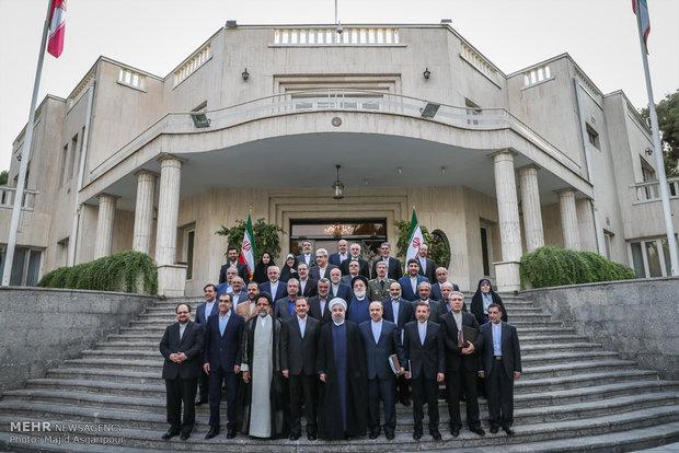 İran'ın yeni hükümetinin ilk toplantısından kareler