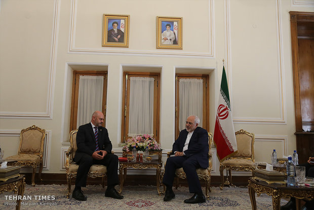 Foreign ambassadors submit credentials to Iran's Zarif