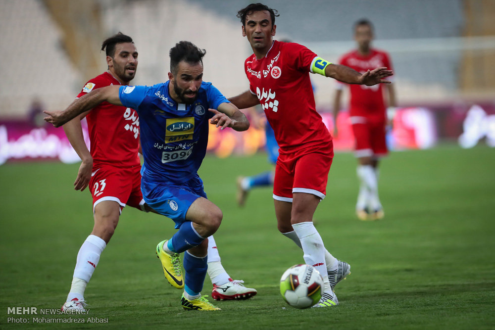دیدار تیم های فوتبال استقلال تهران و پدیده مشهد