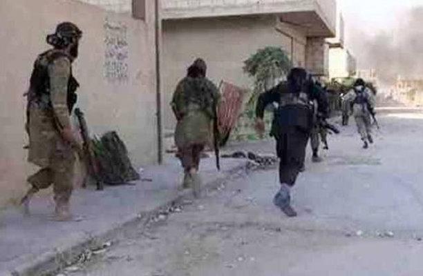 """التحالف الدولي يقصف قافلة لـ""""داعش"""" خارجة من لبنان إلى دير الزور"""