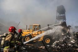 آتش سوزی در انباهای خیابان وحدت اسلامی