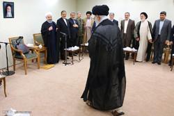 Kabinenin İnkılap Rehberi'yle görüşmesinden kareler