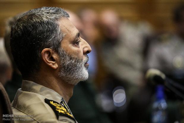 اللواء موسوي يزور مقر القوة الجوي التابع للجيش الايراني
