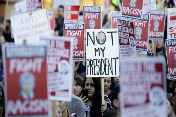 مخالفان ترامپ با برپائی تظاهرات خواستار استیضاح وی شدند