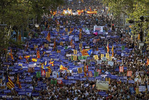 مسيرة إحتشادية في برشلونة تندد بالإرهاب