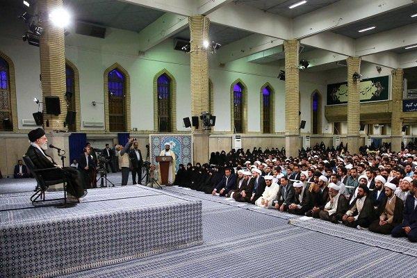 قائد الثورة الإسلامية يستقبل مجموعة من طلبة الحوزات العلمية في طهران