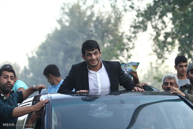 Jouybar people welcome Hassan Yazdani