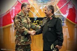 لقاء القائد العام للجيش الإيراني بالقائد العام للحرس الثوري الايراني/ صور