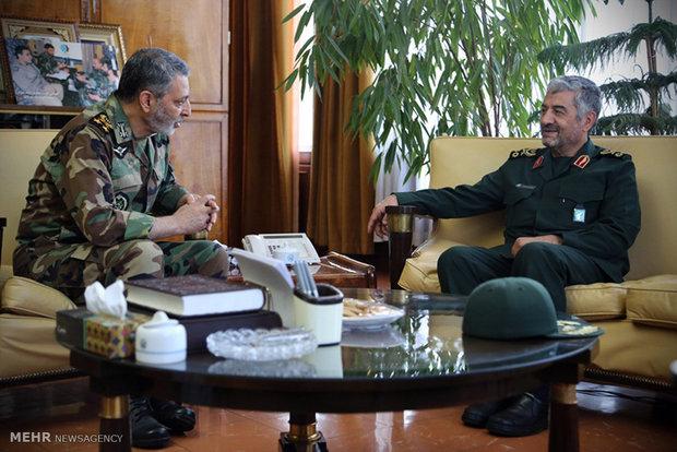دلقاء القائد العام للجيش الإيراني بالقائد العام لقوات حرس الثوری الايراني