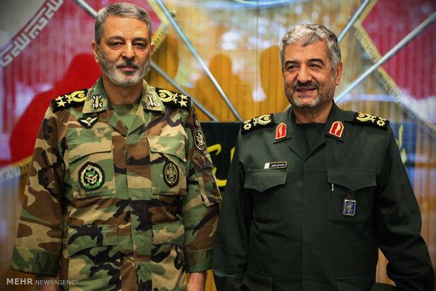 لقاء القائد العام للجيش الإيراني بالقائد العام لقوات حرس الثوری الايراني