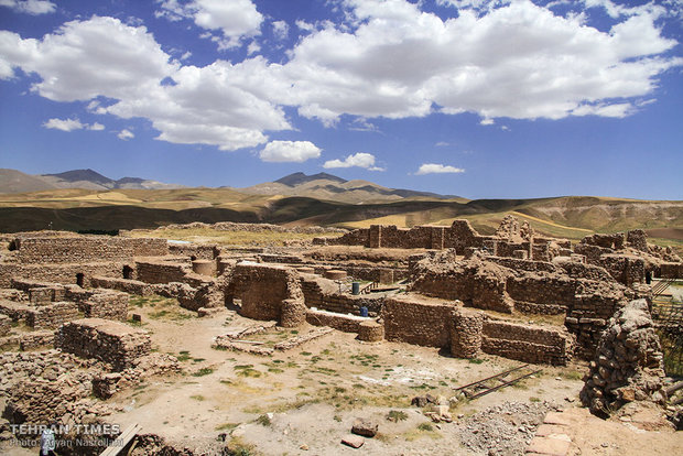 Takht-e Soleyman: harmonious sanctuary inspired by natural context