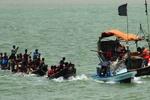 لیبیا کے کوسٹ گارڈز نے مہاجرین کو ڈوبنے سے بچا لیا