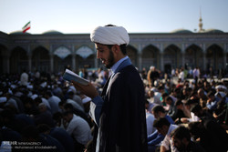 اقامة مراسم قراءة دعاء عرفة في مسجد جمكران بمدينة قم