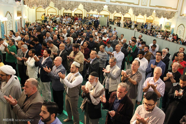 Muslims observe al-Adha recitations in Islamic Center of England